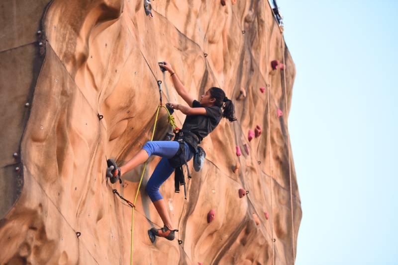 Wall climbing Close Up - DYG 2019